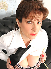 Strict mature english dominatrix
