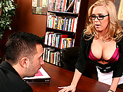 Hot blond needs to get reliefed at work