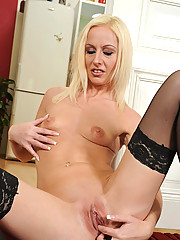 Blonde Anilos cougar gets totally naked and finger bangs her mature snatch