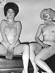 Vintage duo girls are posing nude together