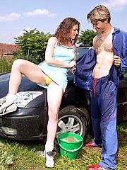 Carwasher screwing his hot teen client anally