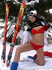 Mili Jay gets naked in the snow