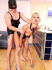 Kinky bald slave girl loves pee on her body
