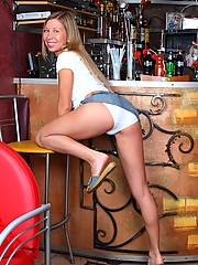 Chick playing with her soaked muff at a bar