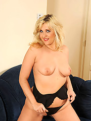 Precious cougar Doreen stuffs a gold toy in her always wet pussy