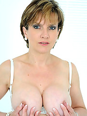 Busty milf shows off her tight ass