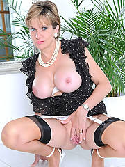 Long mature legs in seamed nylons