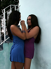 Renna kisses a hot babe