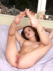 Totally naked Kasey Chase puts a vibe into her juicy pinkhole till she gets off on the sofa