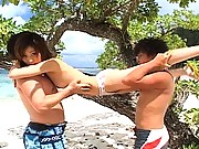 Ai Hanzawa playing with two men while in her swimsuit