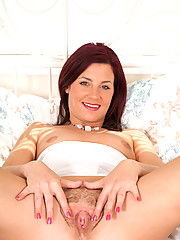 Enticing cougar Sofia Matthews stuffs her hot pussy with a double headed dildo