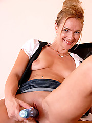 Anilos Samantha Rae ends up on a table thrusting a long blue dildo deep into her shaved pink pussy