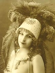 Real vintage women with hats from twenties