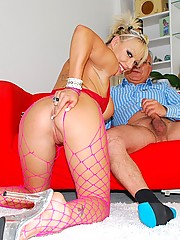 Lucky old guy fucking a hot willing porn star