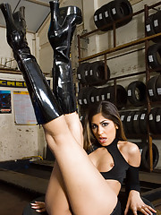 A shaved pussy brunette wearing black boots and showing ass