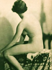 Pretty vintage models posing nude in fourties