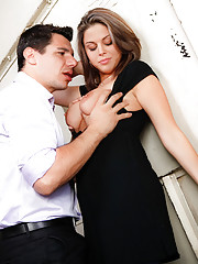 Denis and Nella are co-workers, and have been having a fiery affair for weeks. With the passion spilling over into their working hours, theyre almost discovered by an employee when he hears them in the elevator, stopped between floors, and going at it. Fo