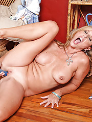 After stripping Anilos Jodi West gets her fave dildo and fucks her experienced pussy