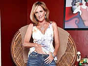 Busty cougar Jodi West uses a sex toy to fill her pussy hole
