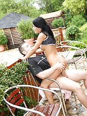 A guy banging his sexy girlfriend outdoors