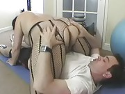 Slut milf in sexy gym outfit gets her huge ass licked before fucking