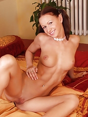 Susana Spears strips off her sexy dress and panties