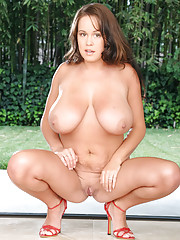 Brandy Talore teases the voyeurs with full nudity outdoors