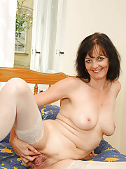 Anilos Renie fucks her fuzzy cougar pussy with a vibrator