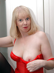 Busty Milf Amanda shows boobs