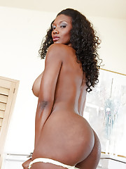 Nyomi Banxxx has some bad news to tell her friend