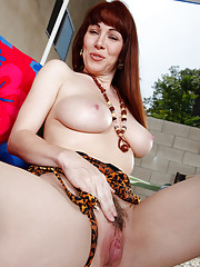 RayVeness is visiting a friend when a neighbor stops by. Her friend is away all week and Ray has the place to herself. She' feeling lonely and has the inclination to release some sexual frustrations!!