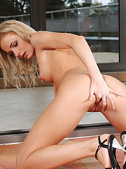 Check out this Nubile vixen Claudie totally naked on the floor and having a nice finger masturbation