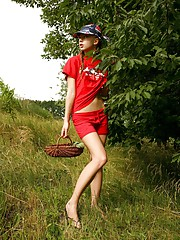 Venture out and have fun with Kate as she takes a rest from berry-picking to stroke and caress her sexy body.