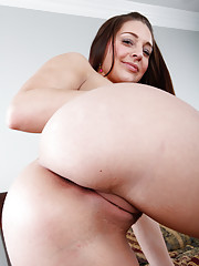 Gracie Glam is going away to art school and Alex decides to give her some going away gifts.  She