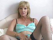 Sexy MILF toys her pussy to orgasm