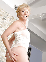 Hot milf lady in white sexy lingerie shows off her ample ass