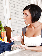 Dylan Ryder is a rep for a home-delivery produce service and she