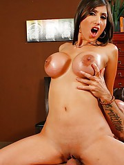 Busty Chick fucking the Barry Scotts hgue cock