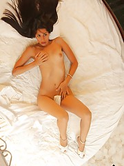 Klimax gets nude between the sheets