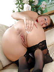 After getting naked Anilos Sara James taunts her mature pussy with a dildo