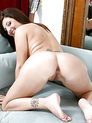 Busty Anilos Lola Lynn touches herself while wearing stockings and heels
