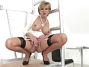 Killer body hot mature masturbates