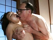 Reiko Nakamori´s cunt is licked by a horny man who wants sex
