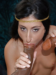 Like Cleopatra of the great Ptolemy dynasty of antiquity, Luscious presents herself as an Egyptian princess.
