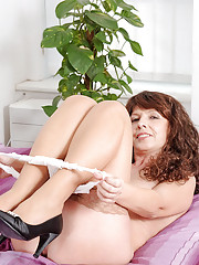 Classy Anilos Tina plunges her banana dildo deep inside her sweltering fuck box