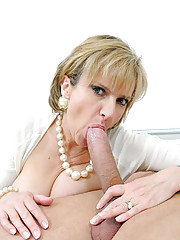Experienced stunning mature blowjob