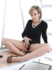 Leggy mature with a glove fetish