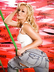 Kayden Kross is so dangerously hot and sexy