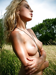 Wildy outdoors stripping and looking so hot