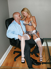 HotWifeRio takes a break from house hunting and gives her realtor a blowjob